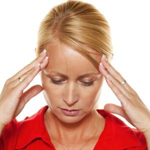 Лечить головную боль с помощью анальгетиков опасно